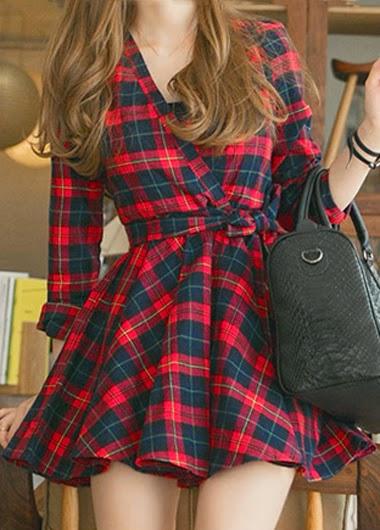 Vestido Corto a Cuadros, Cuello V, Manga Larga, Cinturon y Falda Amplia