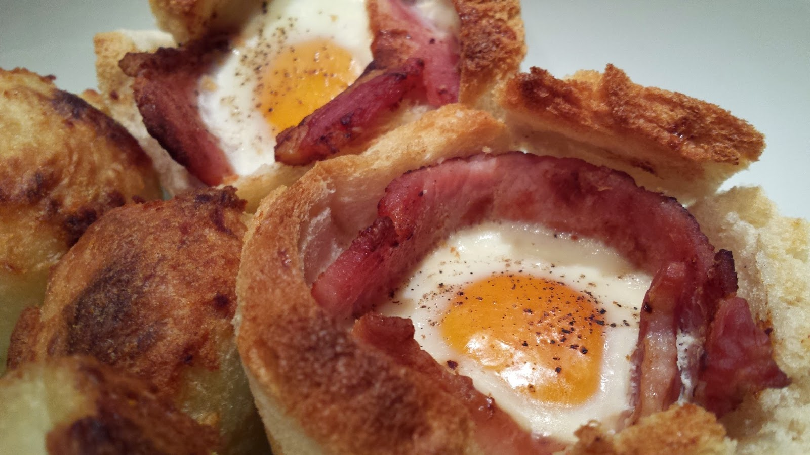 Bacon & Egg Toast Bowl Recipe - Brunch in under 20 minutes