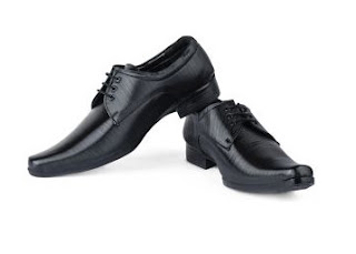 Rediff.com : Buy Man's Foot 'n' Style Black Formal Shoes At Flat 56% Off