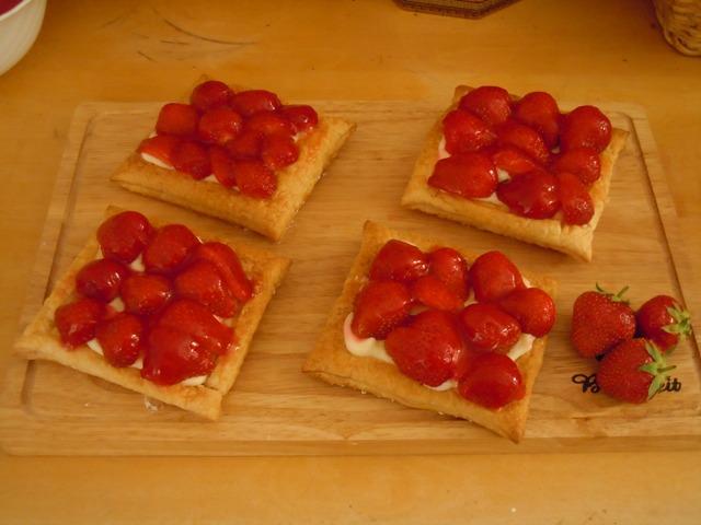 Рецепты из слоеного теста с клубникой с пошагово