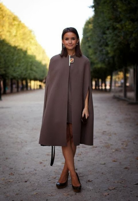 paris-moda-haftası-pelerin