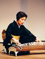 el koto es un instrumento musical de origen japonés