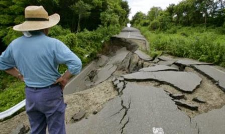 Gempa bumi dangkal adalah