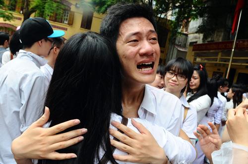 """""""Nước mắt ngày chia tay tuổi học trò"""" - Hình ảnh đẹp"""