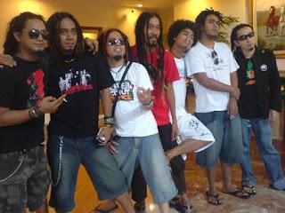 jangan ngaku pecinta reggae Indonesia kalau tidak tahu lagu-lagu terbaik Steven Coconut And Trees