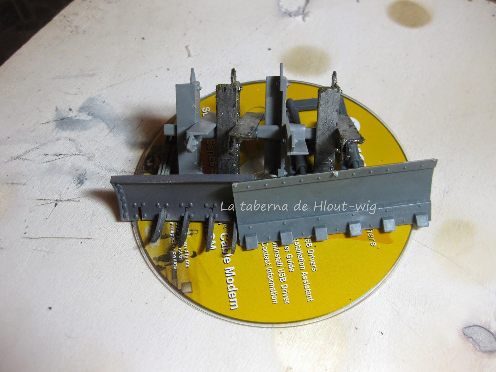 CD con trampas antivehículo y palas excavadoras.
