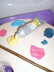 tarta con forma de tubo de óleo de pintor