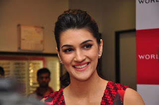 Kriti Sanon Dilwale movie Actress at Titan Showroom Event Lovely Beauty