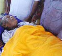 Mohanlal visits ailing Sukumar Azhikode