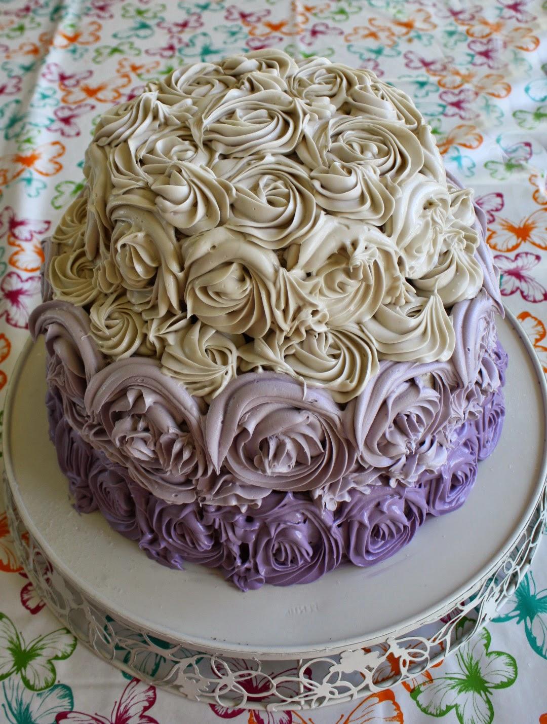 vit chokladfrosting till tårta