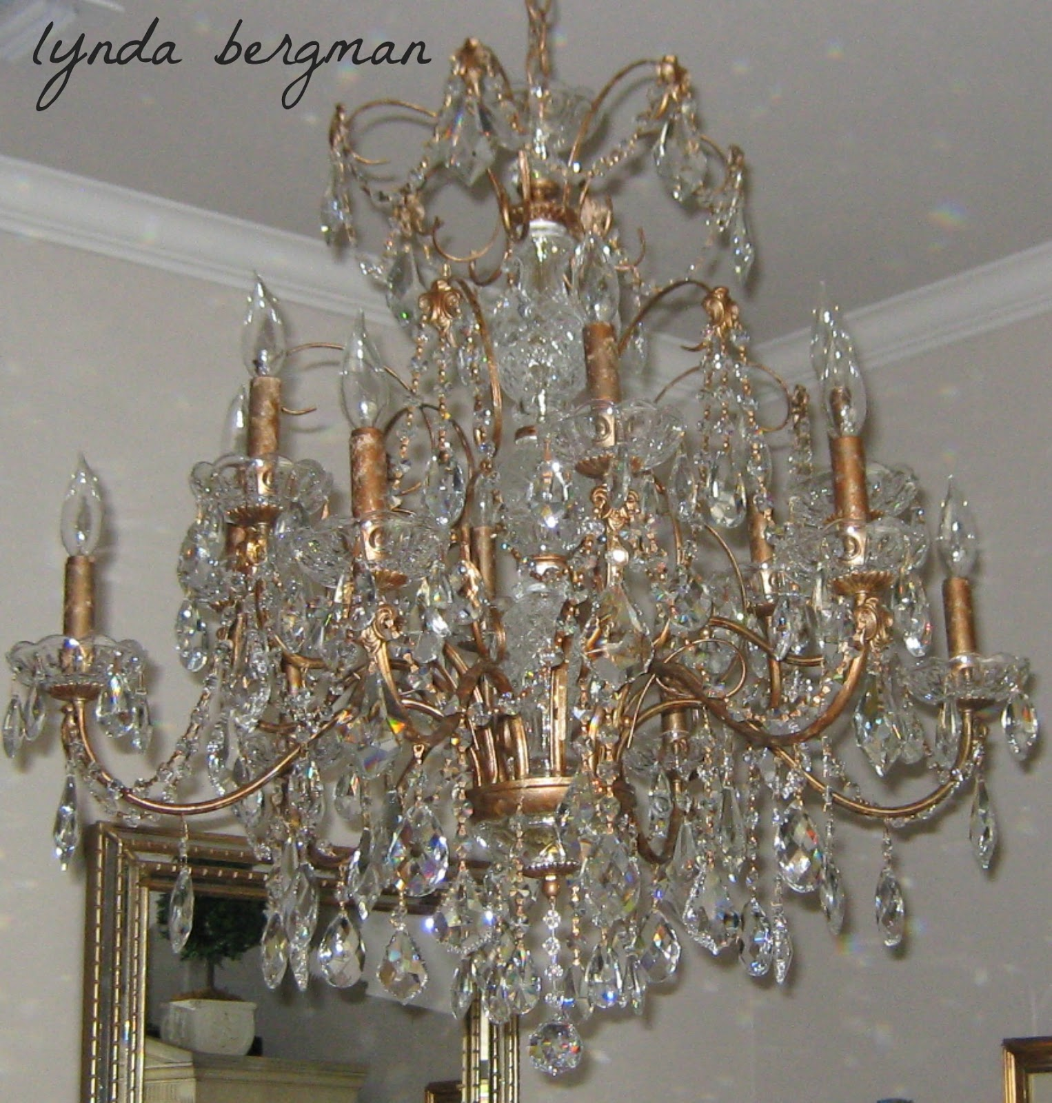 LYNDA BERGMAN DECORATIVE ARTISAN PAINTING A BEAUTIFUL CHANDELIER
