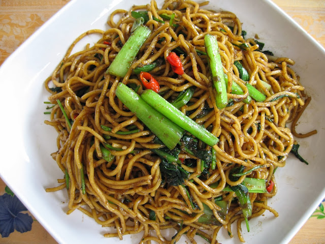 Sumptuous Flavours: Indonesian Fried Noodle (Mie Goreng Indonesia)