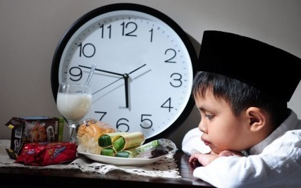 5 Tips Melatih Anak Kecil Berpuasa Ramadhan