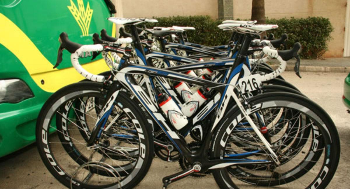 Equipo ciclista caja rural vivir dentro del ciclismo for Equipos de ciclismo
