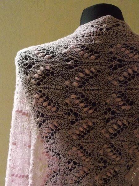 TE KOOP, Handgebreide grote luxe Haapsalu sjaal.