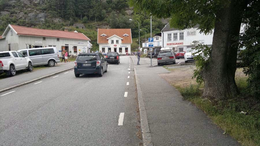 The town Fjällbacka has some small uphills here and there. But also downhill.