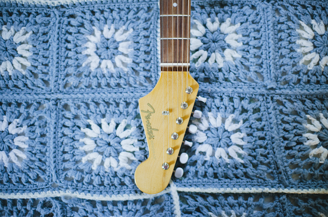 fender, sonoran, acoustic, guitar, granny, square, blanket