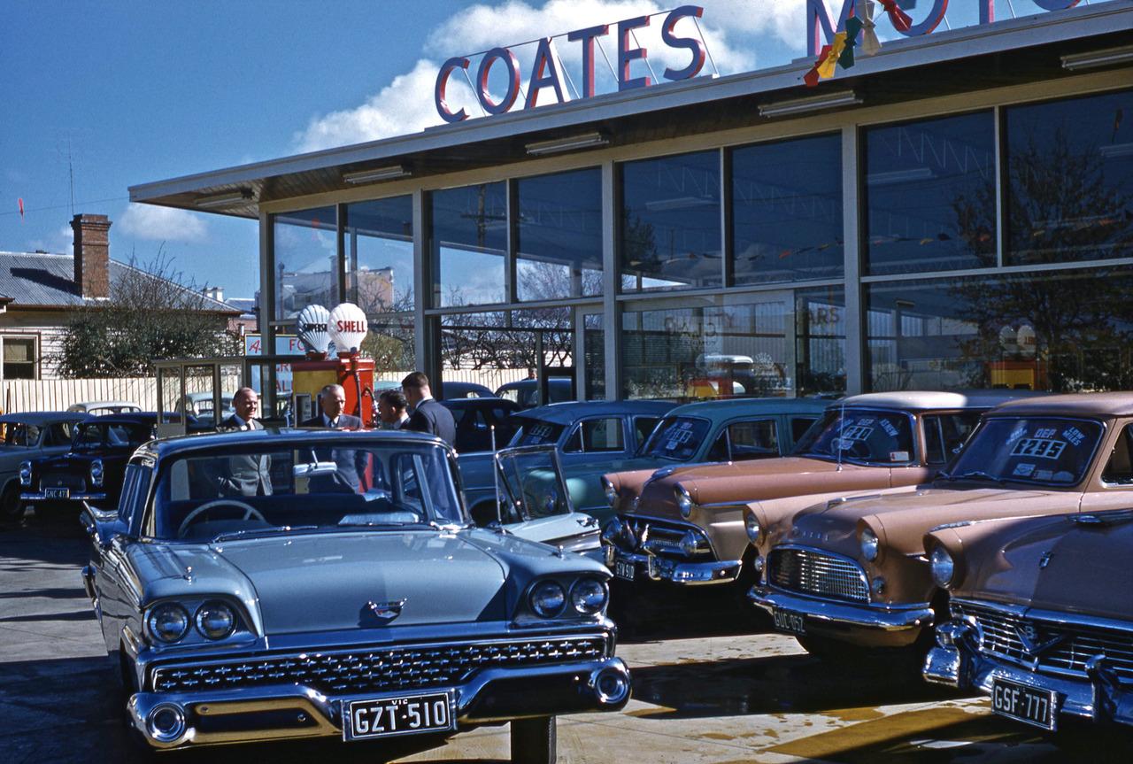 WEB WASTELAND: OLD CAR DEALER LOT PICS