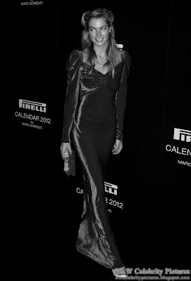 Jessica Hart - sexy dressed in black and white - pic 2