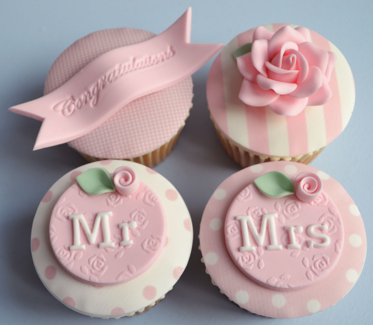 Little Paper Cakes Vintage cupcakes for a newly married