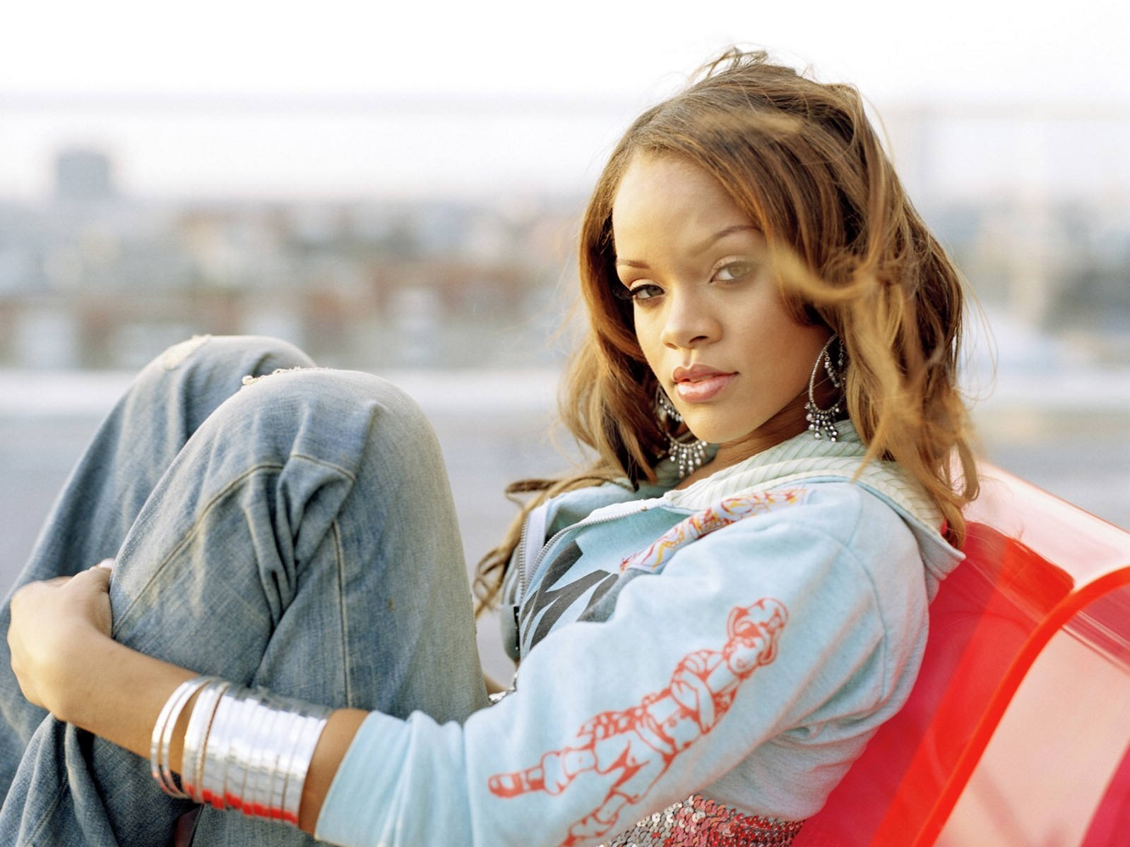 http://1.bp.blogspot.com/-AiET07nSUqA/Tyaj6NWQ9xI/AAAAAAAAC6w/Y6K0OKD-yl4/s1600/Rihanna-Hot-wallpapers-4.jpg