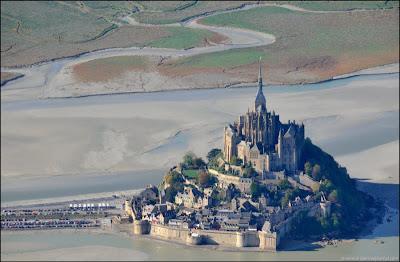 [Image: Mont-Saint-Michel-01.jpg]