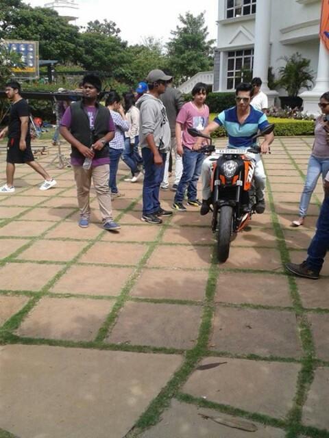 Varun Dhawan & Ileana D'Cruz on the sets of Main Tera Hero
