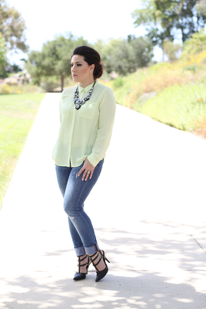le-tote-black-and-white-statement-necklace-loft-neon-top-jcrew-matchstick-jeans-rockstud-heels-king-and-king-blog
