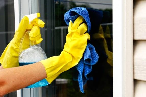 اسهل طريقة لتنظيف زجاج النوافذ والمرايا