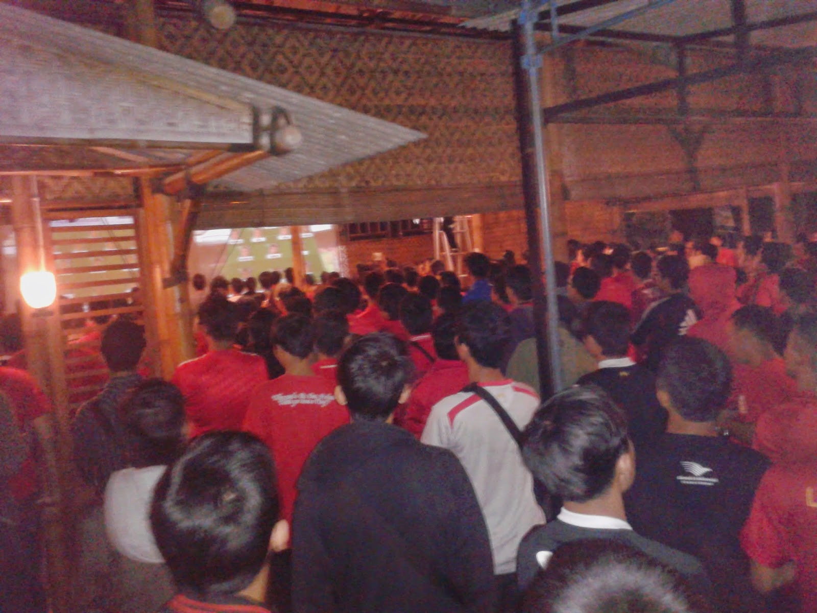 Menyanyikan Lagu Indonesia Raya dan You'll Never Walk Alone