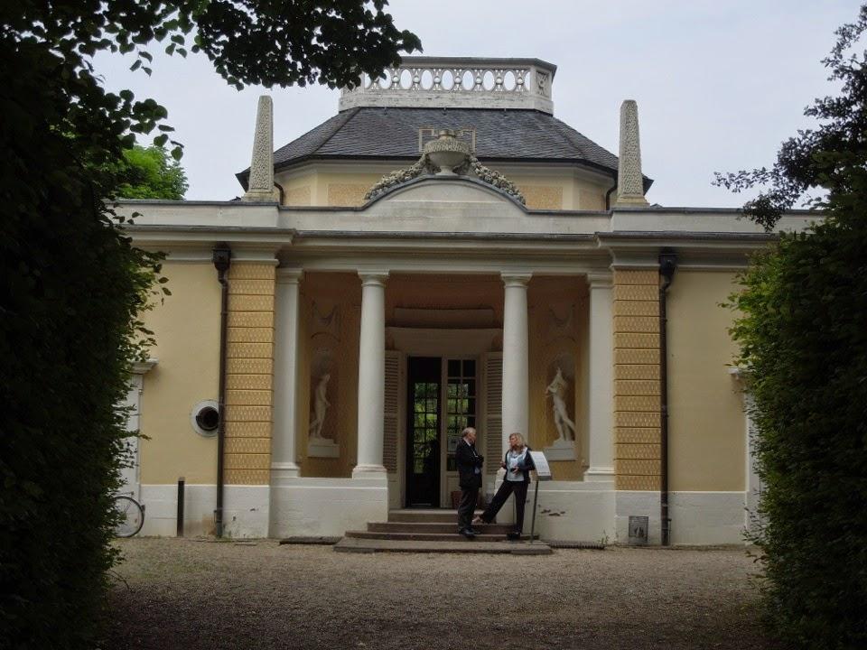 Architecture design schwetzingen bathhouse a private italian villa for Architecture petite villa