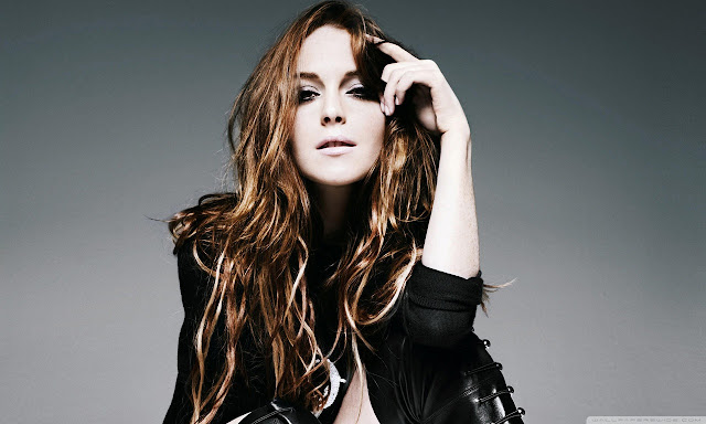 "<img src=""http://1.bp.blogspot.com/-AizPFLzmHjA/UggEpJ1OK6I/AAAAAAAADgQ/j4RBgzgh_Ng/s1600/lindsay_lohan_fashion_style-wallpaper-1280x768.jpg"" alt=""Lindsay Lohan wallpaper"" />"