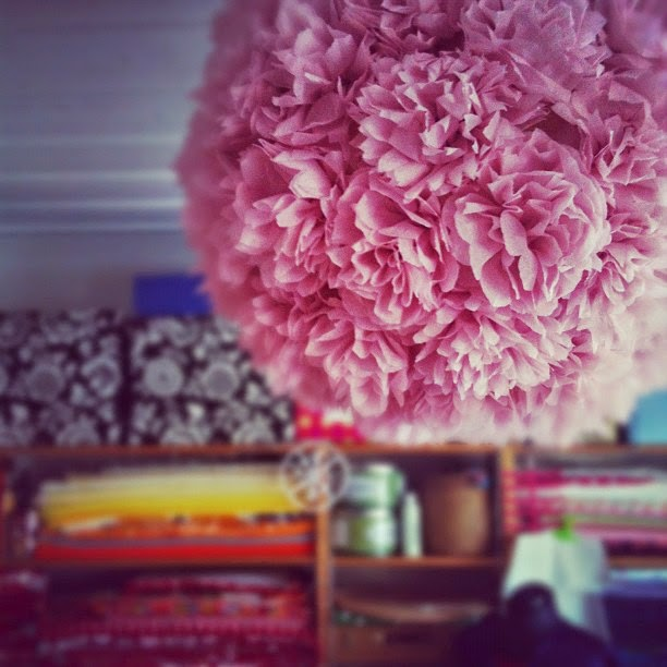 Gör- det-själv: Pionlampa av pom poms