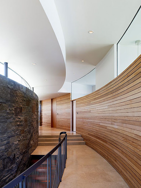 Picture of the curved hallway with wooden planks on the wall