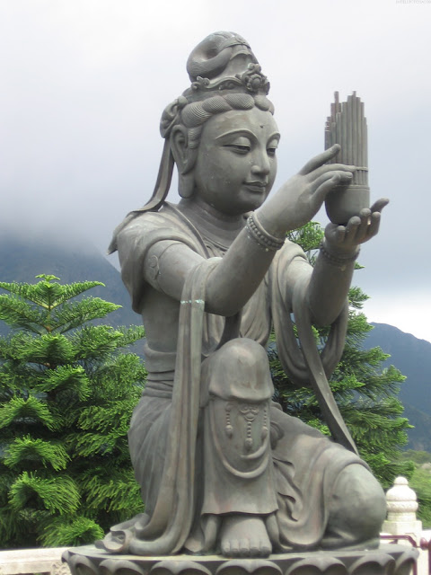 Beautiful Buddhist Statues and Temples in South and East Asia