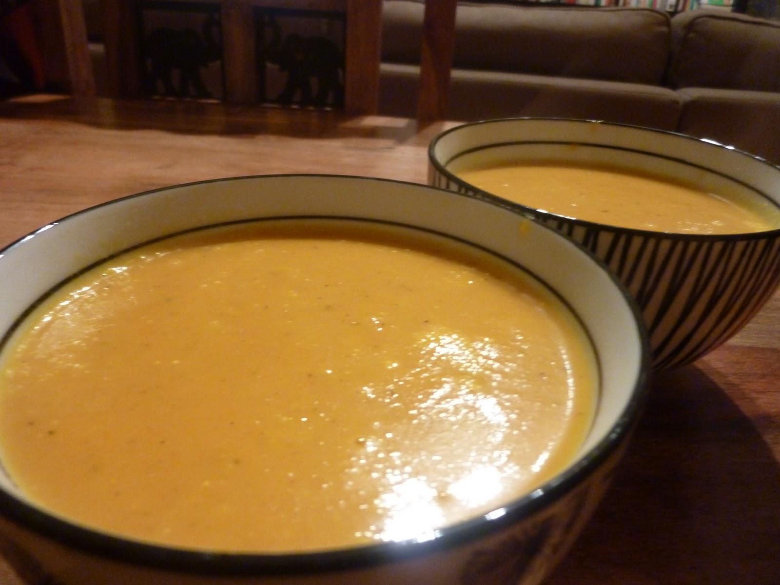 my vegan revolution soupe la carotte lait de coco et curry. Black Bedroom Furniture Sets. Home Design Ideas