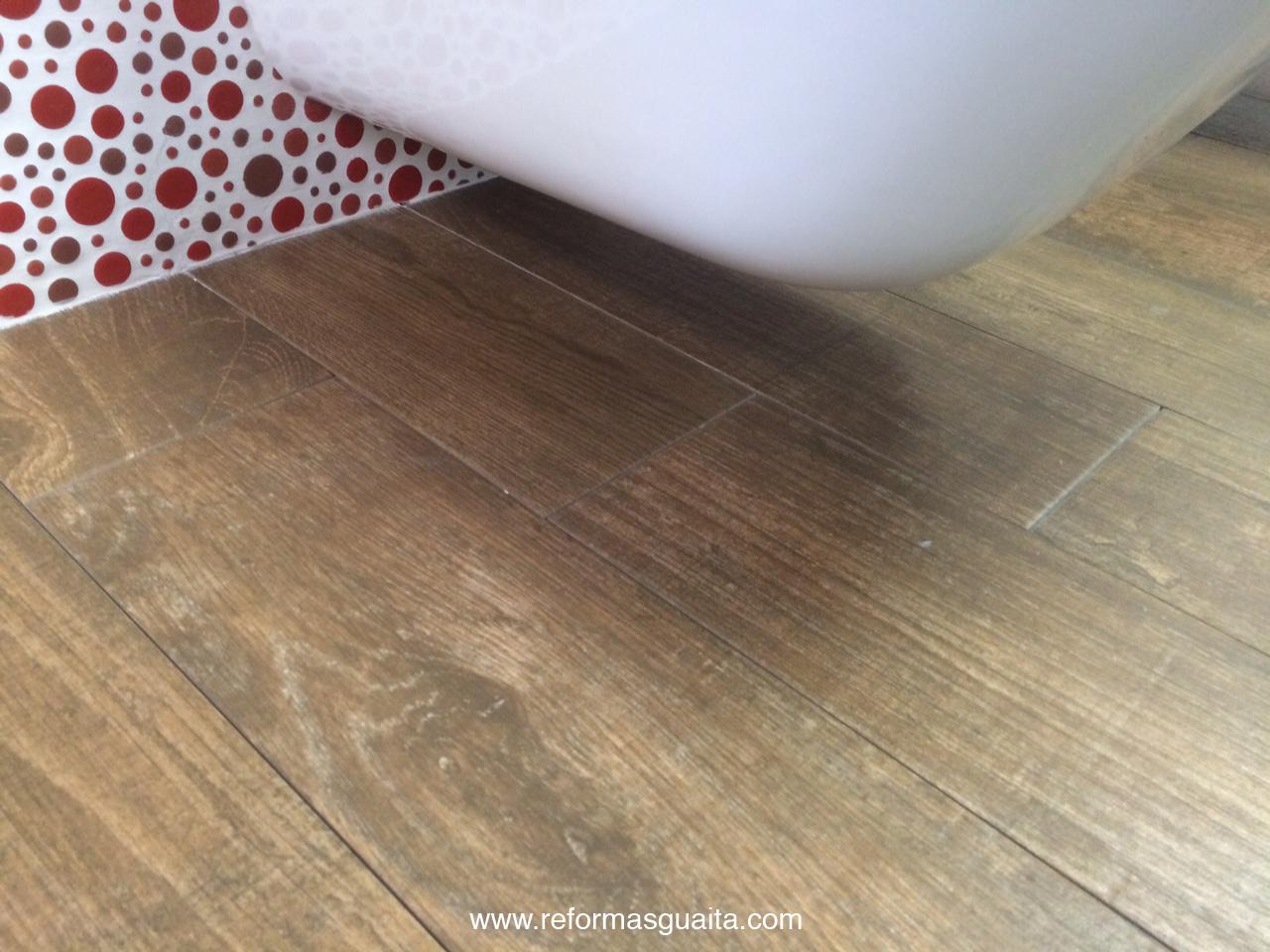 2 tendencias de pavimento para cocina y ba o reformas guaita - Azulejos y suelos para banos ...