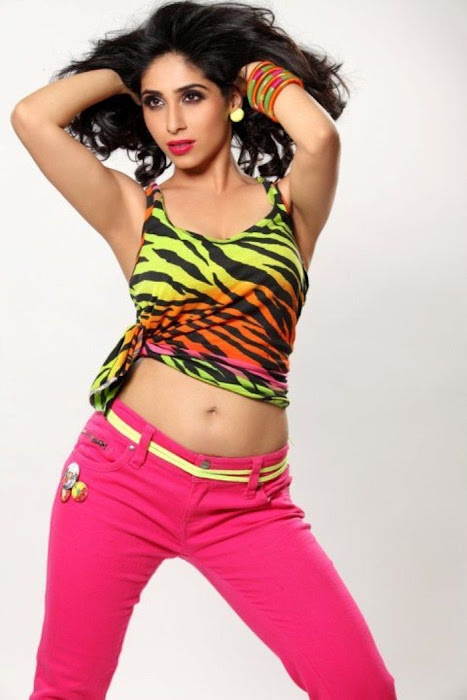 new spicy singer neha bhasin actress pics
