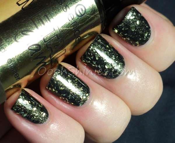Revlon Mistletoe with Essence Metal Glam Gold Topper Steel-ing The Scene