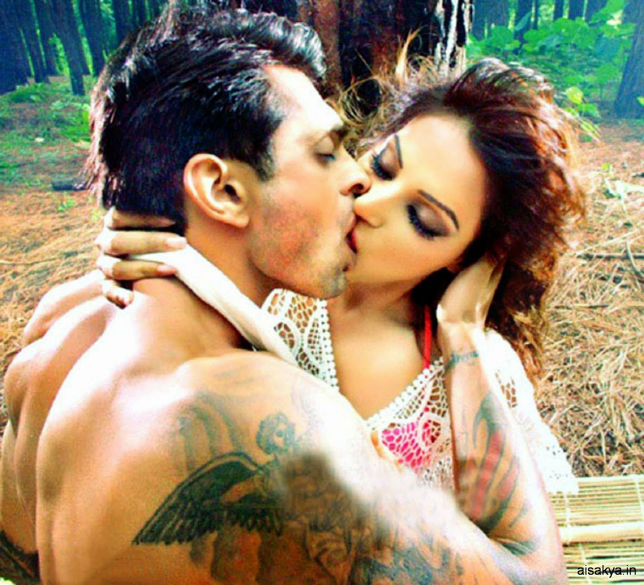bipasha basu wild, alone katra song lip lock kiss scene with karan