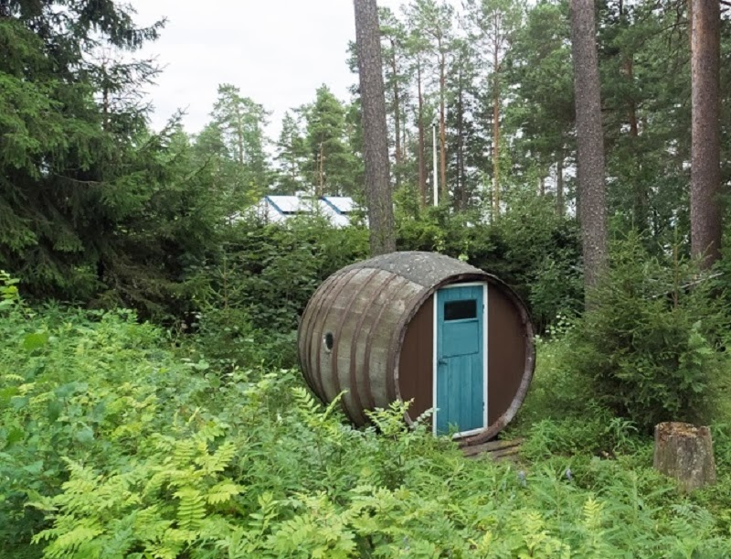 House Made of Wine Barrel, Sweden - 10 Really Amazing Cozy Hand-Built Houses!