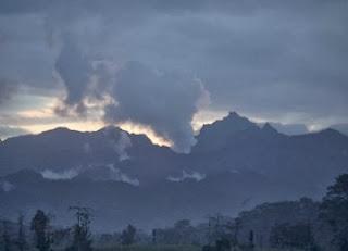 Gunung Kelud lagi Update Status Loket Wisata di Tutup