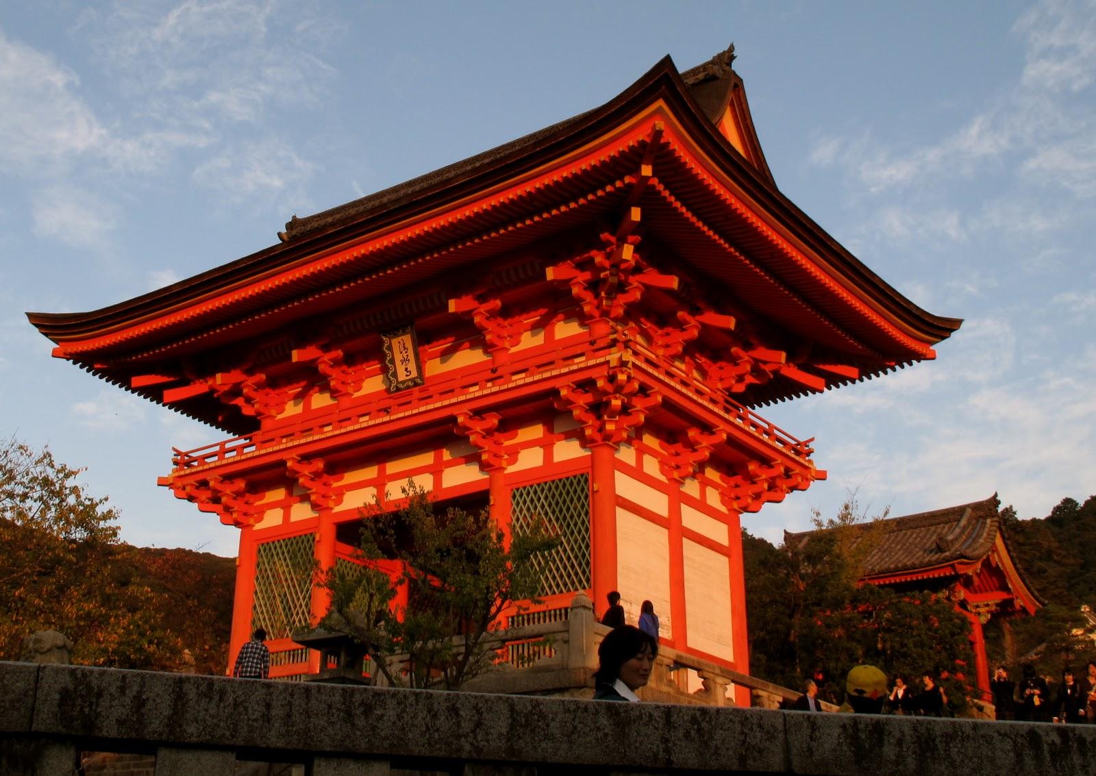Boarder-San: Kyoto Temples,Shrines and Shogun Castles.