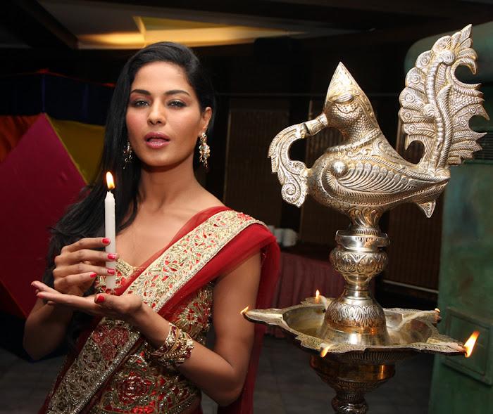 veena malik adopts payal kamble seven year old girl hot images