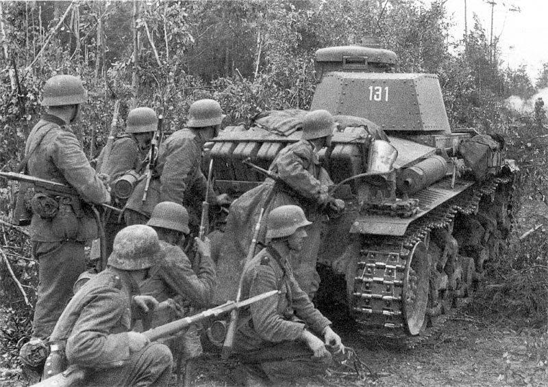 Тёлка ибётся в армии с кучей солдат 2 фотография