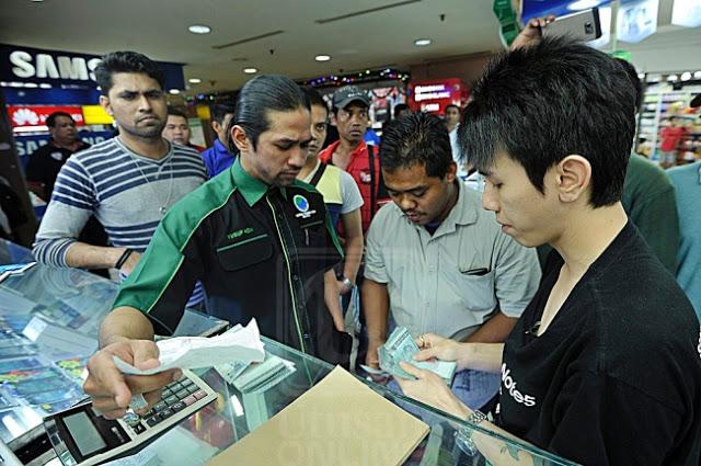 Peniaga Telefon Kota Raya Tipu, Kurung Pelanggan Dalam Bilik