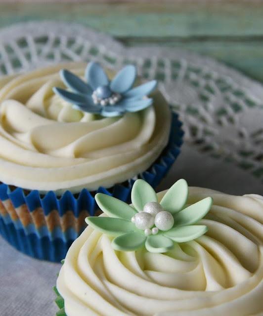 Cupcakes med fantasiblommor