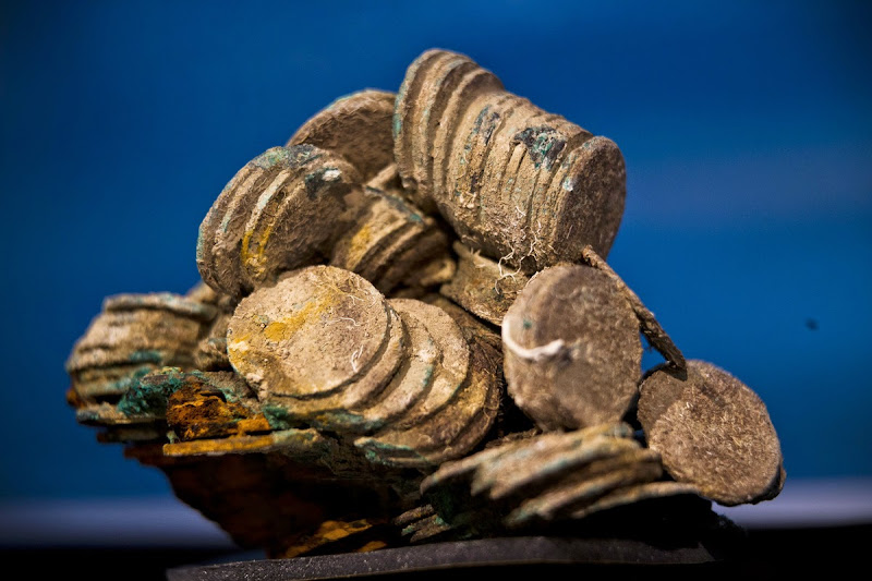 Spain displays treasure from the sunken Nuestra Senora de las Mercedes warship