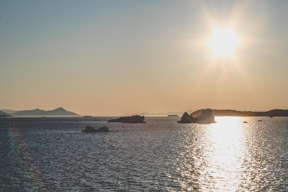 Mitternachssonne und Eisberge
