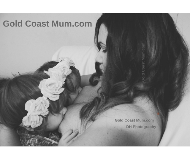 Gold Coast Mum blogger breastfeeding twins